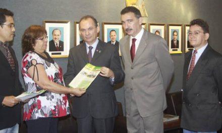 Sindicato APEOC cobra urgente audiência com governador Cid Gomes
