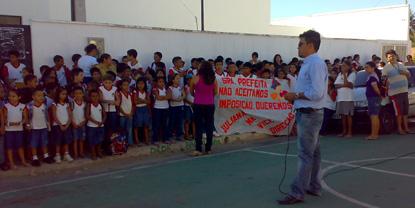 Sindicato APEOC realizou manifestação em defesa da gestão democrática na escolas municipais com seleção técnica/pedagógica e eleições diretas!