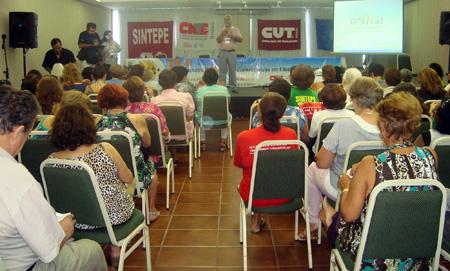 Professores aposentados do Ceará participam de encontro nacional