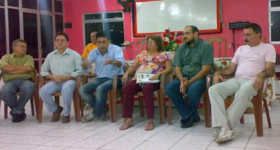 Durante duas horas novo líder do governo reúne-se com professores em visita ao Sindicato APEOC