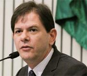 Cid Gomes anuncia aumento de 5% para servidores e antecipa data base, um dia após reunião do Sindicato APEOC com futuro líder do governo