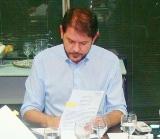 Cid assina projeto de equiparação em audiência com Sindicato-APEOC