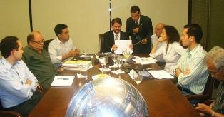 APEOC cobra aplicação do Piso e reformulação do Plano para ampliar conquistas