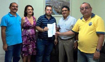 Sindicato APEOC apresenta reivindicações e ata de eleição dos representantes municipais do sindicato APEOC, ao prefeito de Chorozinho