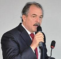 Piso do magistério deve ser progressivo, diz Mercadante