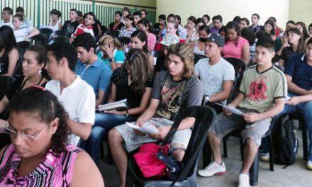 """""""Entrar na Universidade para mudar a sociedade"""", Projeto do Sindicato APEOC Para alunos de escolas públicas."""