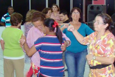 Jantar dançante: Momento de lazer na APEOC