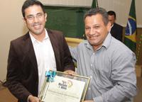 Presidente do Sindicato APEOC, Prof. Anízio Melo, recebe Título de Cidadão de Morada Nova