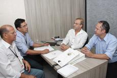 APEOC com Ivo Gomes, e na Comissão de Educação da CMFOR