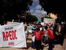 Professores de Palhano fazem protestos contra atraso no pagamento de salário