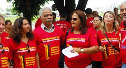 APEOC participa de mobilização junto com CNTE em Brasília