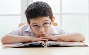 Crianças com TDAH na primeira fila das escolas públicas e privadas