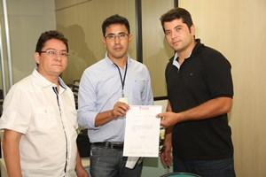 APEOC entrega ofício e agendas na Astin em reconhecimento por Progressão
