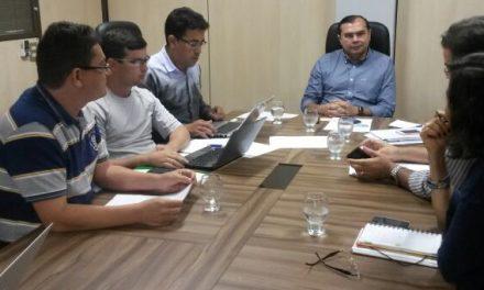 APEOC mantém plantão na Seduc. Governador se reúne com Secretária Izolda Cela