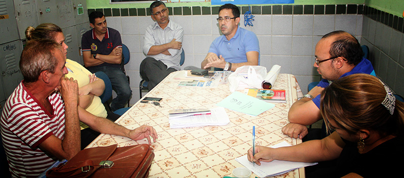 Escolas de Guaiúba recebem visita do Sindicato APEOC