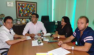 Presidente do Sindicato APEOC recebe representantes de Milagres e Boa Viagem