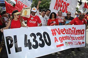 Grande Manifestação em Fortaleza: Educadores juntos contra o PL 4330 da Terceirização!