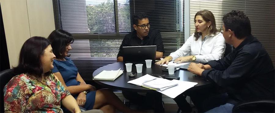 APEOC NA SEDUC (04/05): Nomeação, Posse e Exercício dos 212 professores convocados, e publicação do Auxílio-Alimentação dos professores temporários são discutidas em reunião (dentre outros)