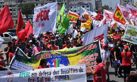 APEOC participa de Ato em defesa da Democracia, Petrobras e Contra o Ajuste Fiscal