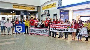 Madrugão da Educação no aeroporto denuncia golpe do governo Temer