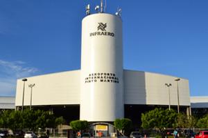 Greve Geral: Ato no aeroporto para pressionar parlamentares cearenses a caminho de Brasília