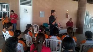 Sindicato APEOC participa de encontro com estudantes e professores de Itapiúna