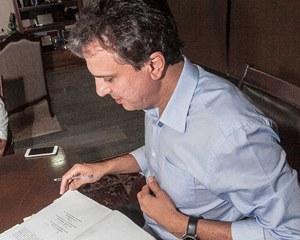 Negociação avança: Camilo Santana assina ato de Ampliação Definitiva de Carga Horária