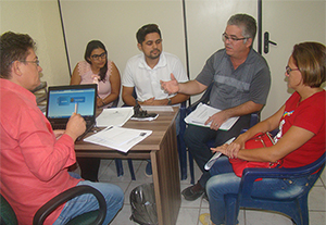 Sindicato APEOC recebe comissão municipal de Itaiçaba