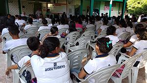 Sindicato APEOC realiza debate com professores e estudantes de Paraipaba sobre golpes contra a Educação Pública
