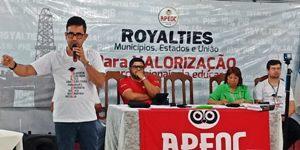 Direção Estadual do Sindicato APEOC avalia ações e planeja luta para 2017