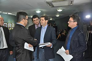 Pressão na Assembleia: Sindicato APEOC faz mobilização junto aos deputados para barrar 'Pacote de Maldades' contra servidor público