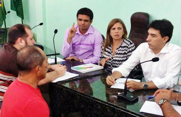 Chorozinho: Sindicato APEOC leva demandas da categoria em mesa de negociação com Prefeitura