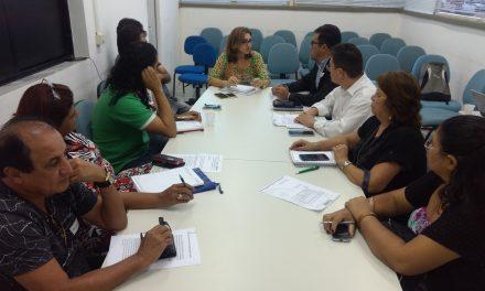 Fortaleza: Sindicato APEOC tem audiência com secretária da Educação e negocia pauta de interesse da categoria