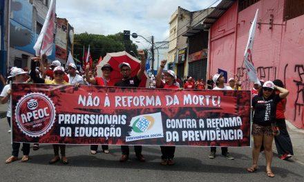 Profissionais da Educação vão às ruas gritar Temer Sai, Aposentadoria Fica!