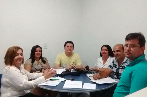 Jaguaruana: Sindicato APEOC discute Plano de Cargos e Carreiras com secretária de Educação