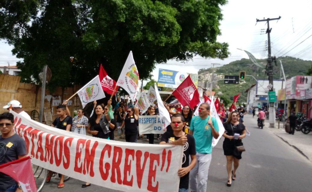 Itaitinga: Professores aprovam greve por tempo indeterminado