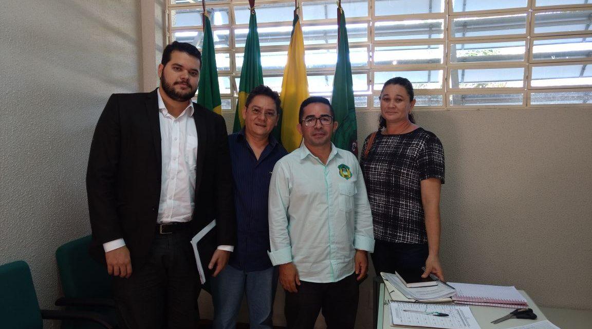 Pereiro: Sindicato APEOC participa de audiência com secretário de Educação