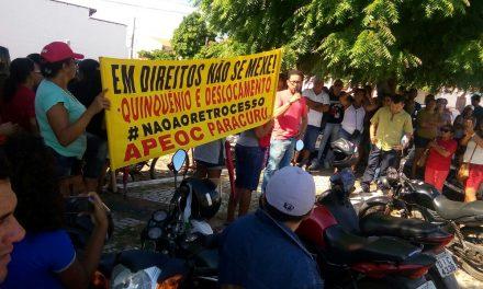 Paracuru: Sindicato APEOC promove manifestação contra descaso da Prefeitura