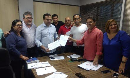 Sindicato APEOC entrega propostas de valorização dos CEJAs à Seduc