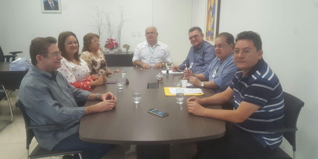 Fortaleza: Dirigentes do Sindicato APEOC participam de reunião no IPM