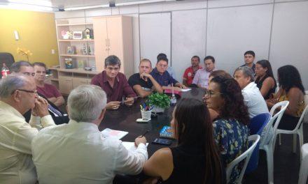 Paracuru: Sindicato APEOC participa de audiência com prefeito sobre precatório do Fundef