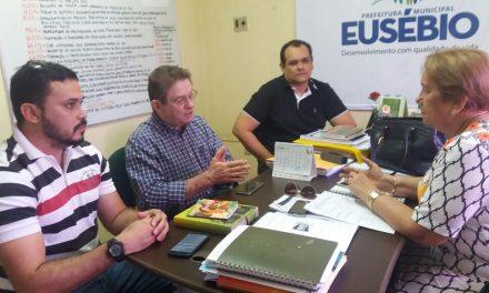 Eusébio: Sindicato cobra convocação de concursados em reunião com secretária de Educação