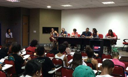 Sindicato APEOC participa de palestra sobre privatização da Educação e 'Escola sem Partido'