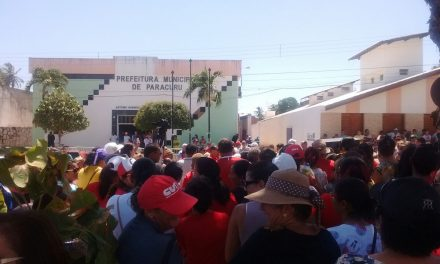 Paracuru: Professores realizam vigília para cobrar pagamento de quinquênio