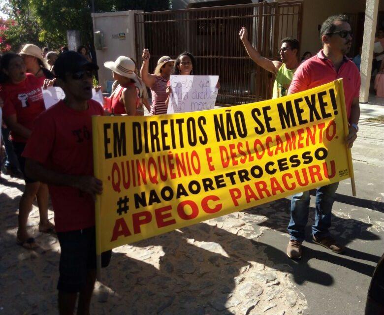 Paracuru: Sindicato APEOC realiza protestos e exige pagamento de quinquênio