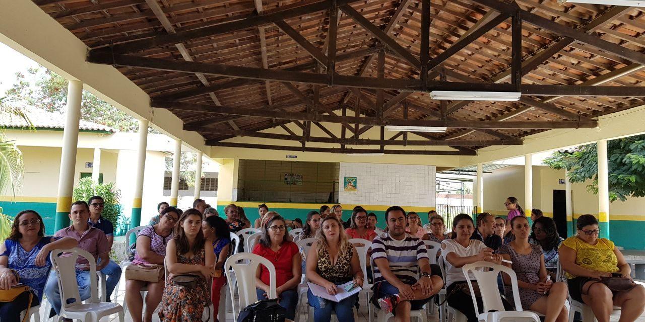 Tauá: Sindicato APEOC encaminha reivindicações da categoria em assembleia