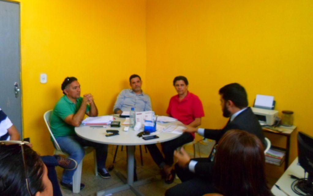 Chaval: Sindicato APEOC vai à Prefeitura cobrar salários atrasados dos professores