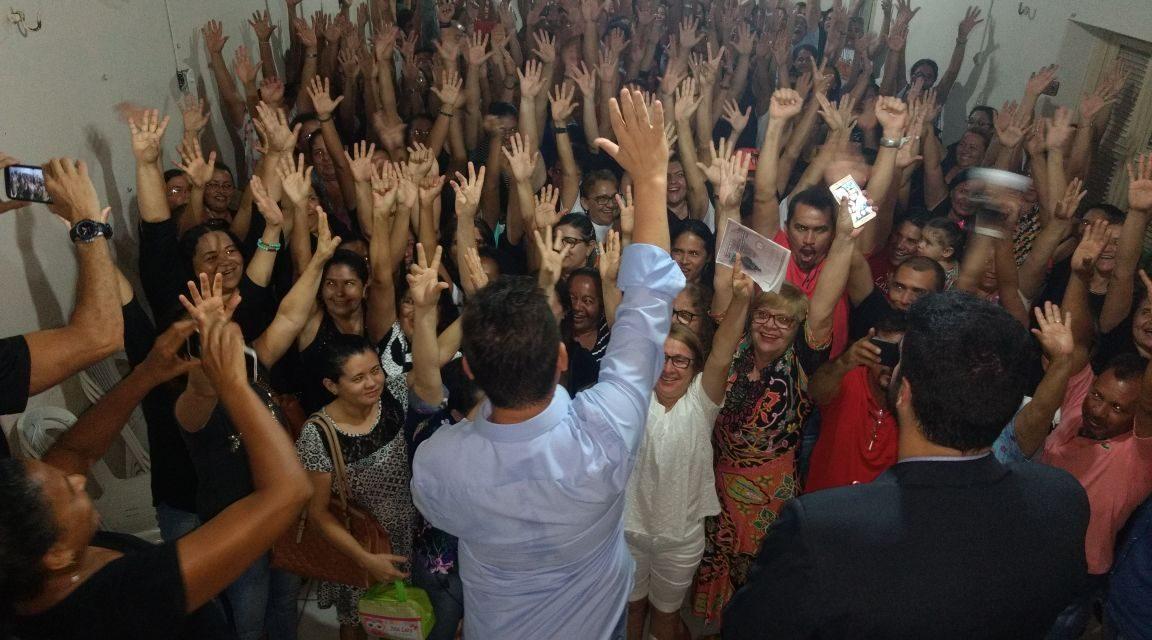 Paracuru: Professores decretam greve por tempo indeterminado