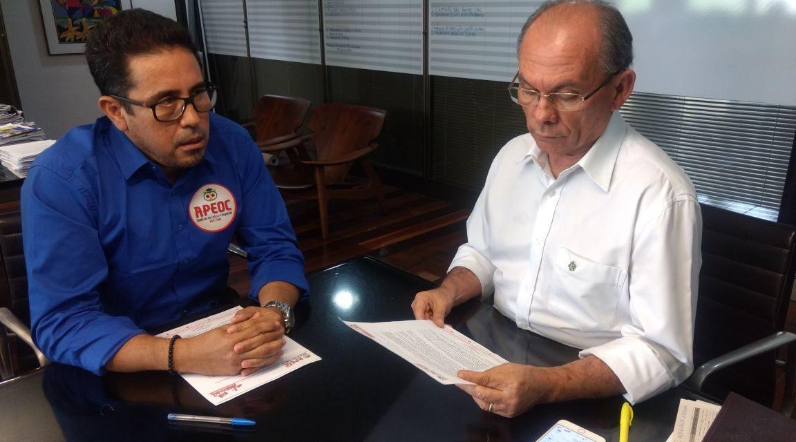 Sindicato APEOC entrega Carta ao Governador cobrando efetivação de conquistas