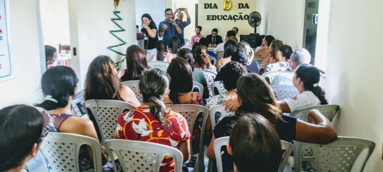 """Hidrolândia: Professores participam de dia """"D"""" da Educação"""